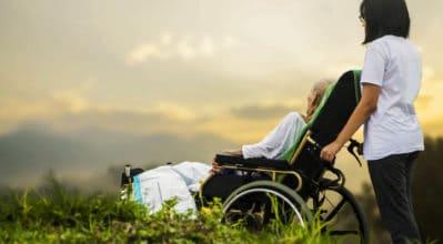 怎麼在輪椅上換尿布?